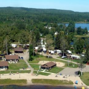 Ostelli e Alberghi - The Cottages Baie Cascouia and BnB Au bord du Lac